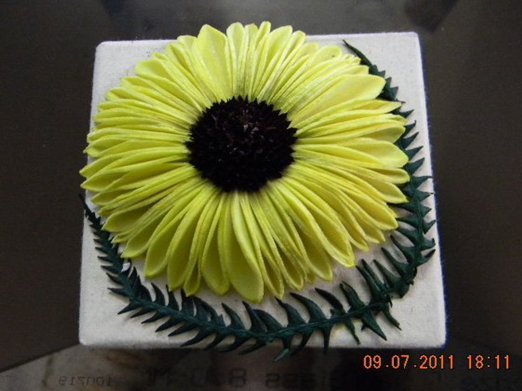 DECORATIVE GIFT BOX 2